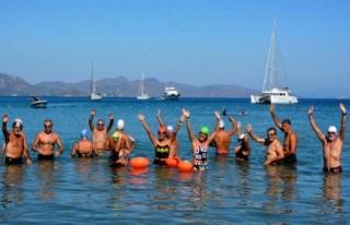 Datça'da Yüzücüler 'Dünya Barışı'...