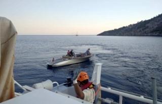 Fethiye Açıklarında Sürüklenen Teknedeki 3 Kişi...