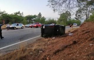 Fethiye'de Bir Otomobil Ağaca Çarptı: 1 Ölü!