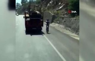 Köyceğiz-Ortaca Karayolunda Bisikletlinin Tehlikeli...