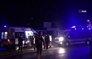 Kuşadası'nda Tur Minibüsüyle Taksi Çarpıştı:...