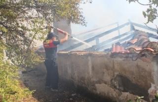 Menteşe'deki Ev Yangını Mahalleyi Dumanlar...