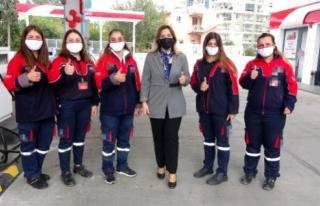 Kadın İşletmecinin Akaryakıt İstasyonunda Kadınlar...