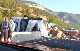 Sakar Rampasında Trafik Kazası! Tır Devrildi