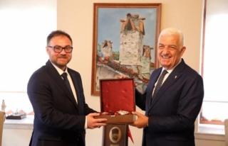 Ukrayna Antalya Konsolosu'ndan Başkan Gürün'e...