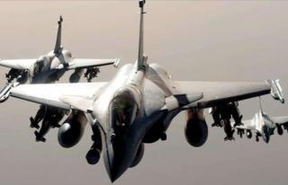 Yunanistan 12 Yıl Sonra İlk Defa Savunma Bütçesini...