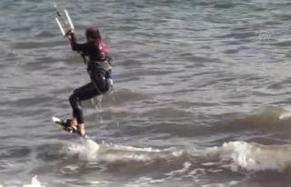 Marmaris'te Adrenalin Tutkunları Sörf Keyfi...