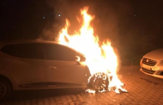 Marmaris'te Park Halindeki 2 Otomobilde Yangın...