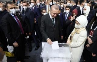 Cumhurbaşkanı Erdoğan, 1428 Oyla Yeniden AK Parti...