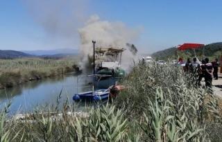 Azmak Deresi'nde Bağlı Olan Teknede Yangın...