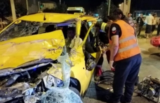 Fethiye'de Kamyonete Çarpan Taksinin Sürücüsü...