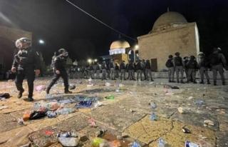 İsrail Polisi, Mescid-i Aksa'da Namaz Kılan...