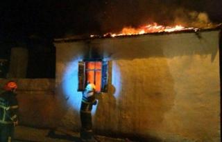 Milas'ta Meydana Gelen Yangında Bir Ev Küle...