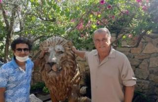 Fatih Terim, Bodrum'daki Evi İçin 2 Aslan Heykeli...