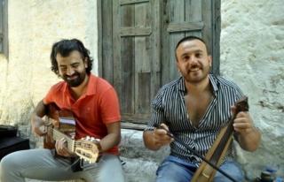 Marmaris'te Yaşayan İki Müzisyen Can Yücel'e...