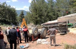 Menteşe'de Saman Yüklü Traktör Devrildi,...