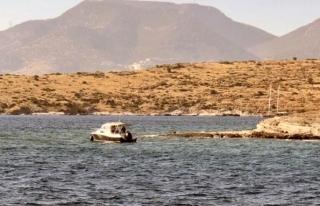 Bodrum'da Kayalıklara Oturan Tekneyi Kıyı...