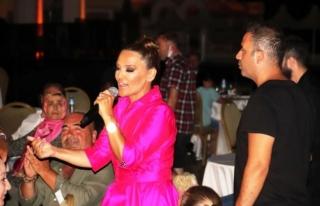 Bodrum'da Sahne Alan Demet Akalın'dan Seda...