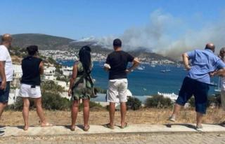 Bodrum'da Tatilciler, Yangını Endişeyle İzledi