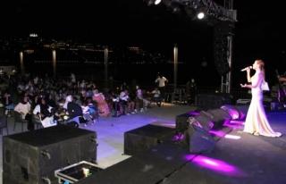 Bodrum'daki Derya Uluğ Konseri Yoğun İlgi...