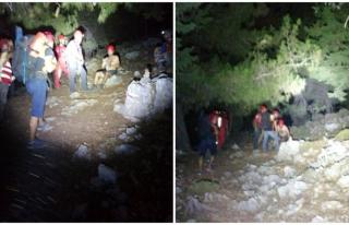 Fethiye'de Kayalıklarda Mahsur Kalan 2 Kişi...