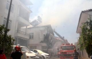 Fethiye'de Korkutan Çatı Yangını