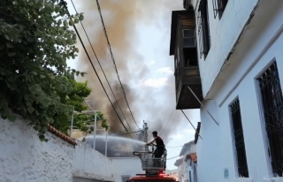 Menteşe'deki Bir Evin Çatısında Çıkan Yangın...