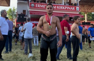 Muğla Büyükşehir Belediye Güreşçisi Ozan Kıl,...