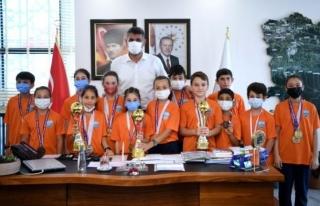 Başkan Kocaman Şampiyonları Misafir Etti