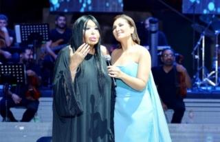 Sibel Can'dan Bülent Ersoy'a Bodrum'da...