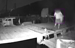 Bodrum'da Bir Kişi Halat Çalarken Kameraya...