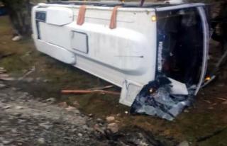 Feci Kaza: Tur Midibüsü Şarampole Yuvarlandı!