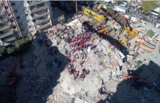 İzmir Depreminde Yıkılan Rıza Bey Apartmanı'nın...
