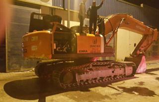 Kepçe Operatörü İş Makinesini Yaktı