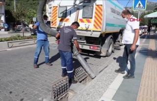 Marmaris'te Su Taşkınlarına Karşı Temizlik...