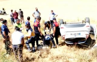 Menteşe'de Otomobil Tarlaya Uçtu: 2 Yaralı