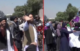 Taliban, Kabil'de Protesto Gösterisi Düzenleyen...