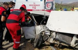 Fethiye'deki Otomobilde Sıkışan 2 Kişi Yaralandı