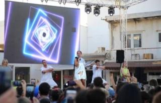 Şarkıcı Demet Akalın, Bodrum'da Halk Konseri...