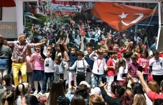 MARMARİS 105 SOKAK'TA İMECE USULÜ 23 NİSAN...