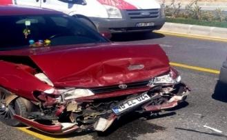Belediye Otobüsüne Arkadan Çarpan Sürücü Yaralandı