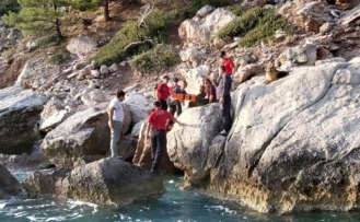 Kayalıklardan Düşen Hollandalı Turist Kurtarıldı!