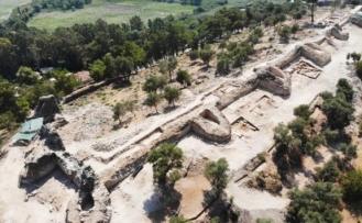 Akyaka'nın Orta Çağ'dan Kalma Kale Surları Gün Yüzüne Çıkarılıyor