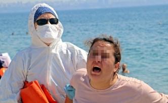 """Koronavirüslü Kadın Sahilde """"Ölmek İstemiyorum"""" Diye Bağırdı"""