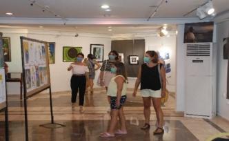 Marmaris'te Maskeli Resim Sergisi Açıldı