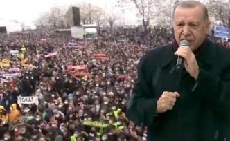 AK Parti'de Kongre Heyecanı! Salonda Sayı Sınırlı Tutulsa da Dışarıdaki Görüntü Endişelendirdi