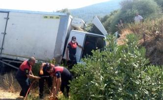 Milas'ta Kontrolden Çıkan Kamyon Şarampole Devrildi