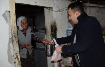 Köyceğiz'de Her Gün 150 Vatandaşa Sıcak Yemek