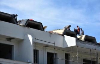 Önlem Almadan Sıva Yapan İşçiler Yürekleri Ağza Getirdi