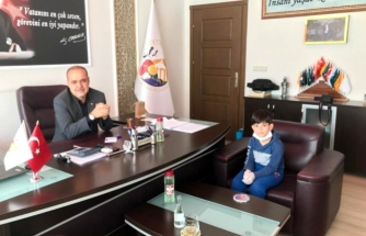 """Harçlıklarını """"Biz Bize Yeteriz Türkiyem"""" Kampanyasına Bağışladı"""